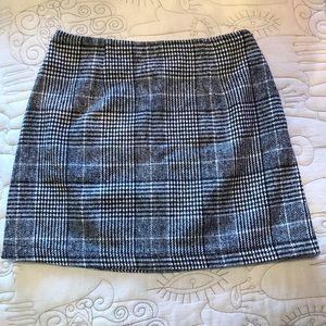 Fall Favorite Houndstooth Mini Skirt
